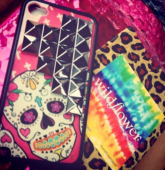 I want this sugar skull phone case!