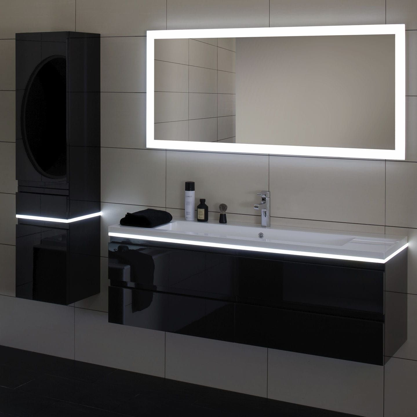 miroir mural contemporain rectangulaire lumineux led halo sanijura baderie woonrijk. Black Bedroom Furniture Sets. Home Design Ideas