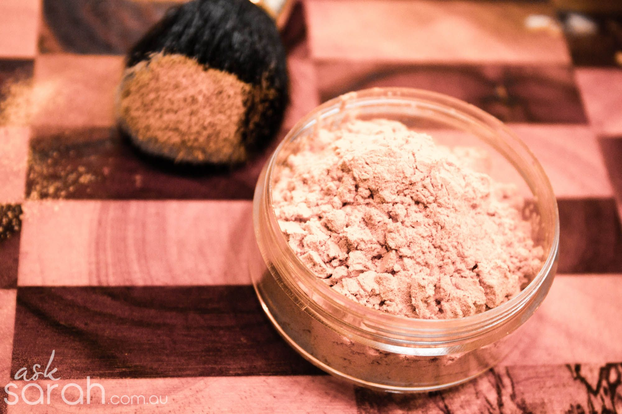 Tip DIY Finishing Face Powder. She gives good tips on why