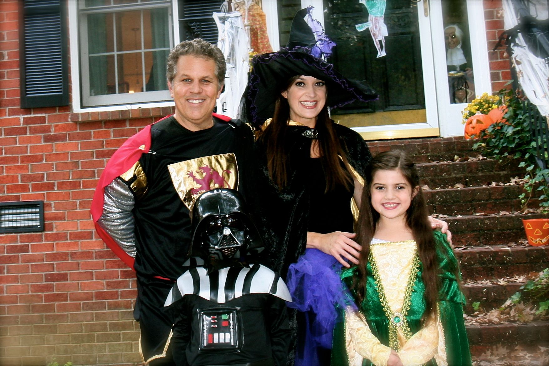 15ec6b0dedc5b Suburban Turmoil  Check out the super-creepy photobomb in our family  Halloween picture!  shudder