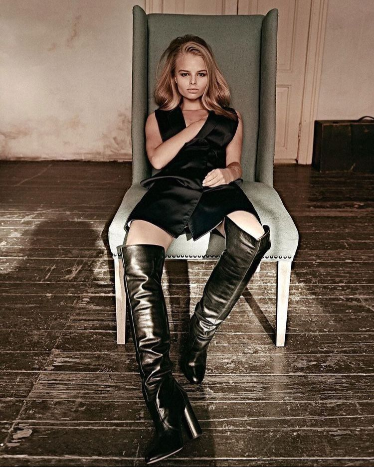 Pin by Carlito on Boots und Stiefel | Knee boots outfit