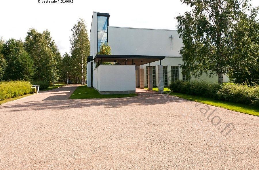 Valon kappeli   - Finland Kainuu Kajaani Paltaniemi Valon kappeli tilat rakennus sora ovet ikkunat kappeli usko uskonto pyhä risti hautaus