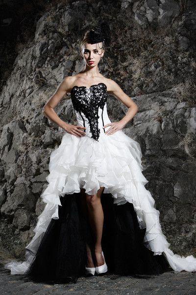 Schwarz-weißes Brautkleid | Brautmode, Brautkleid ...