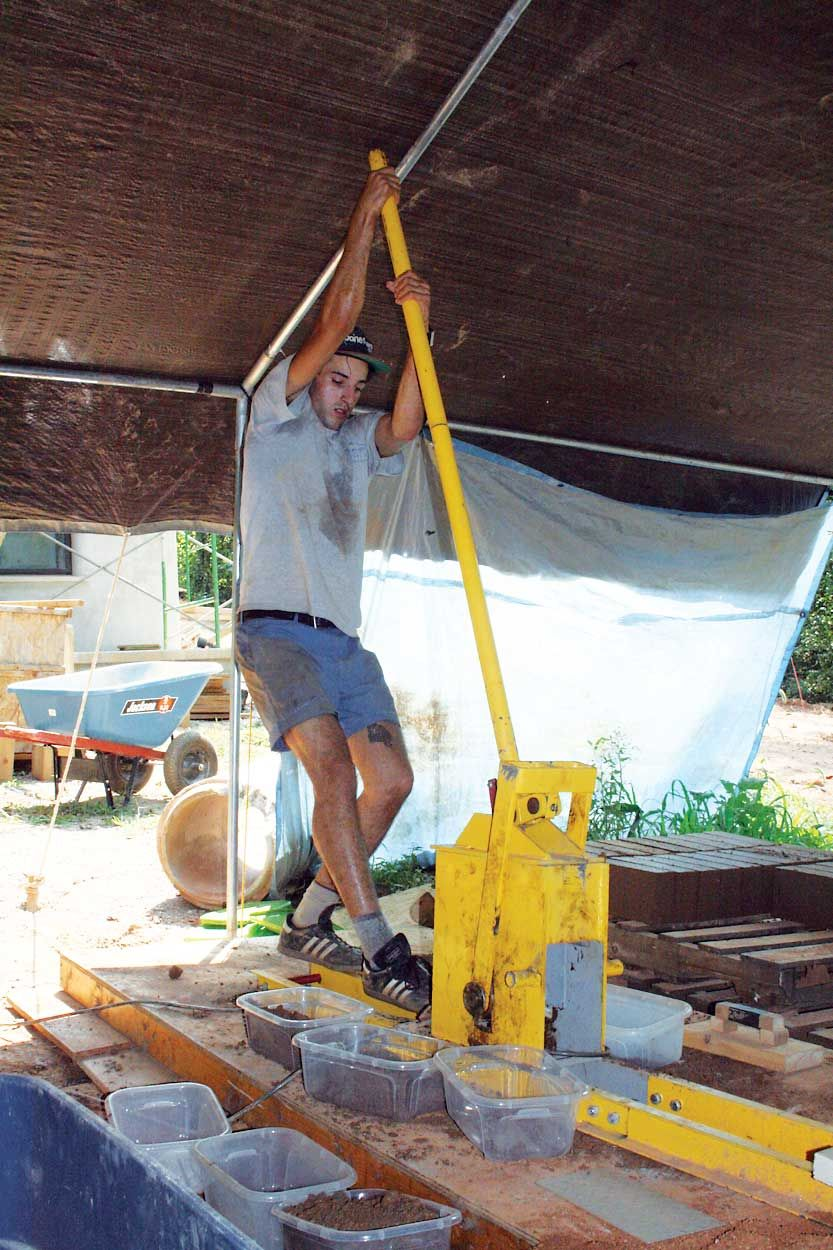 Building Earthen Homes Using The Diy Material