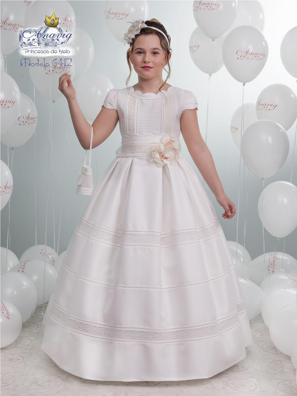 Vestido niña comunión con falda de tablas.