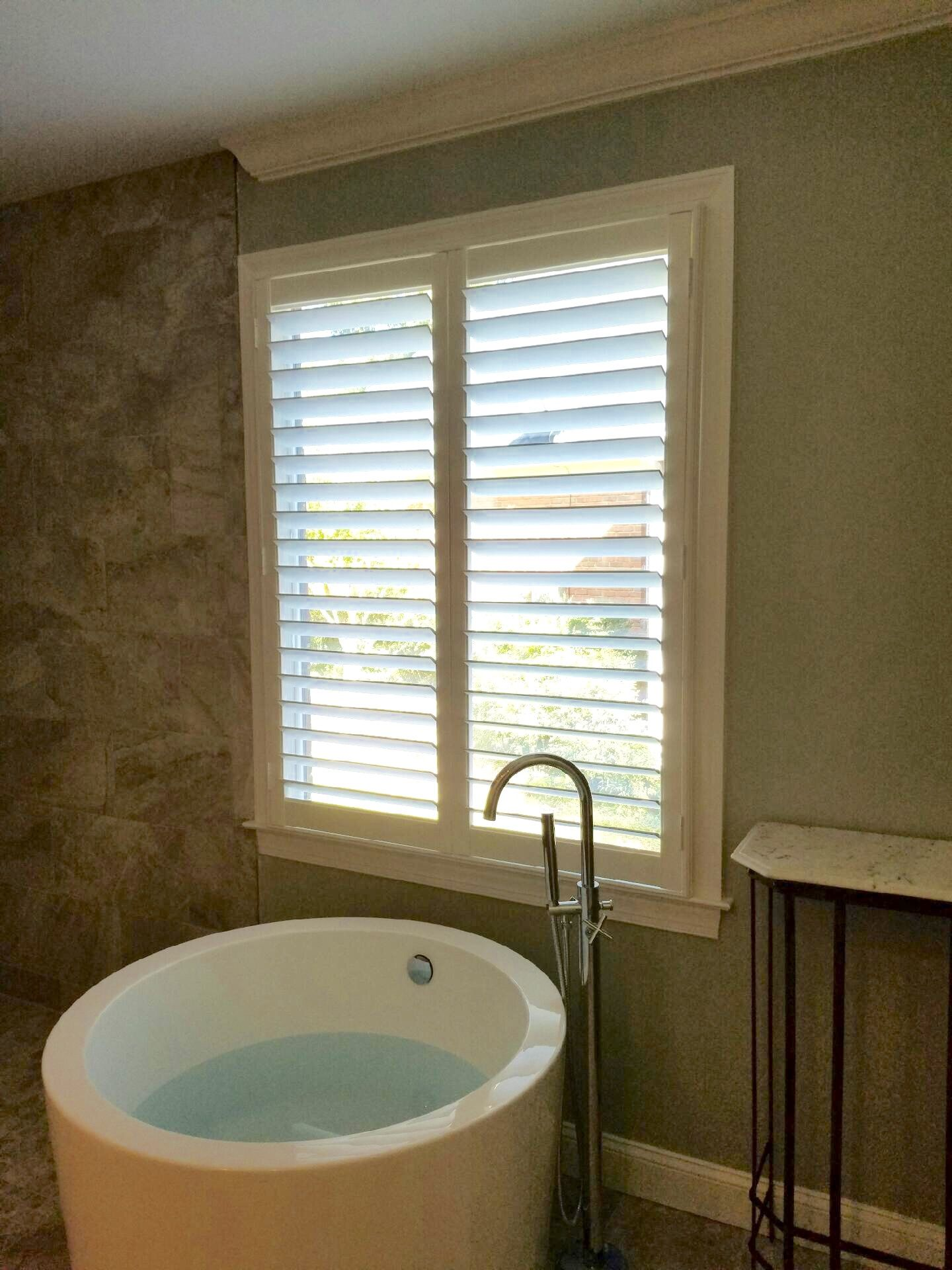 Bathroom Window Louvers graber real wood shutters with hidden tilt and 3.5 inch louvers