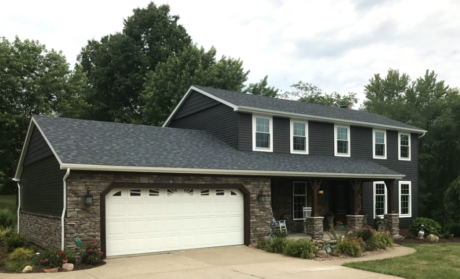 Kaycan Vinyl Siding Manor Siding And Shakes With Grey Stone And White Trims Grey Gray Da Exterior Paint Colors For House House Paint Exterior Vinyl Siding