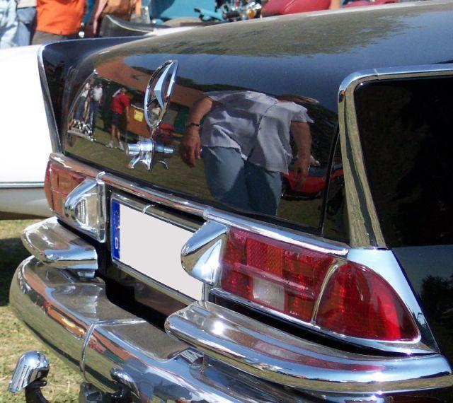 mercedes codine  secondo me'  e' la parte posteriore  auto classica = auto a tre volumi  piu' bella che ci sia :)  almeno secondo me'  e' la piu' bella parte posteriore  auto classica che ci sia .