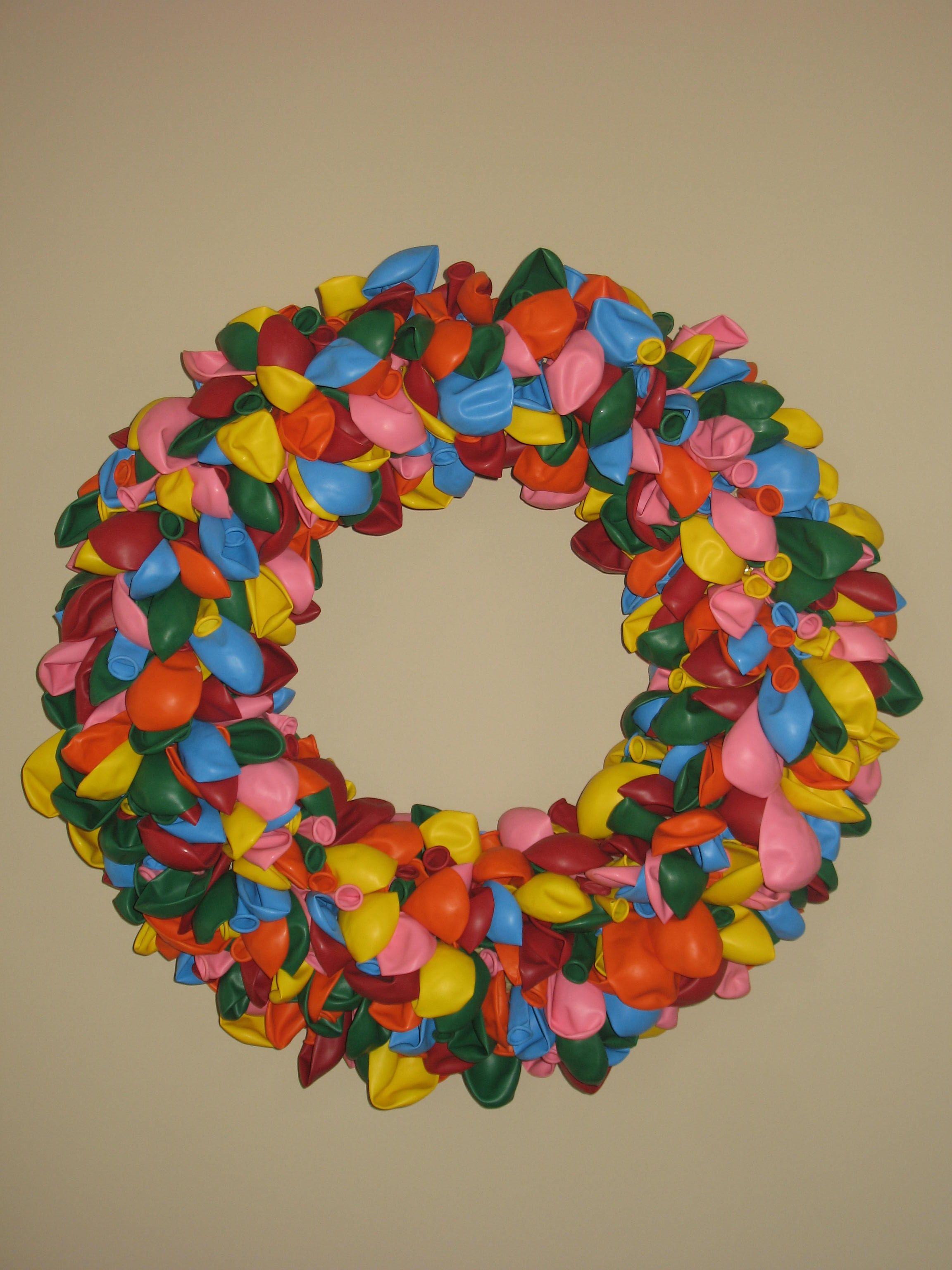 how to make a balloon wreath, seems easy enough