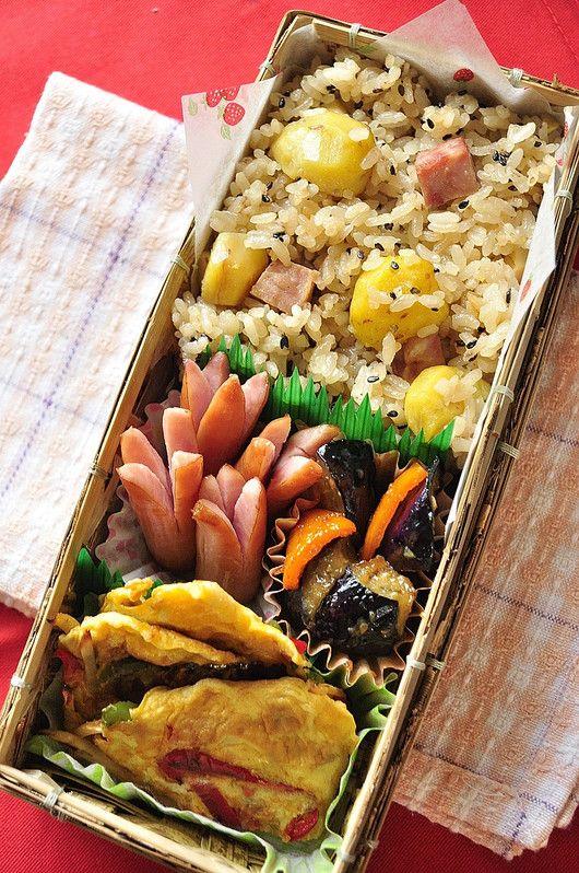 栗とハムの炊き込みご飯 (息子にはややガッツリ系の炊き込みご飯にしてあげました) 常備菜の3色きんぴらのピカタ ナスの味噌炒め ウインナー