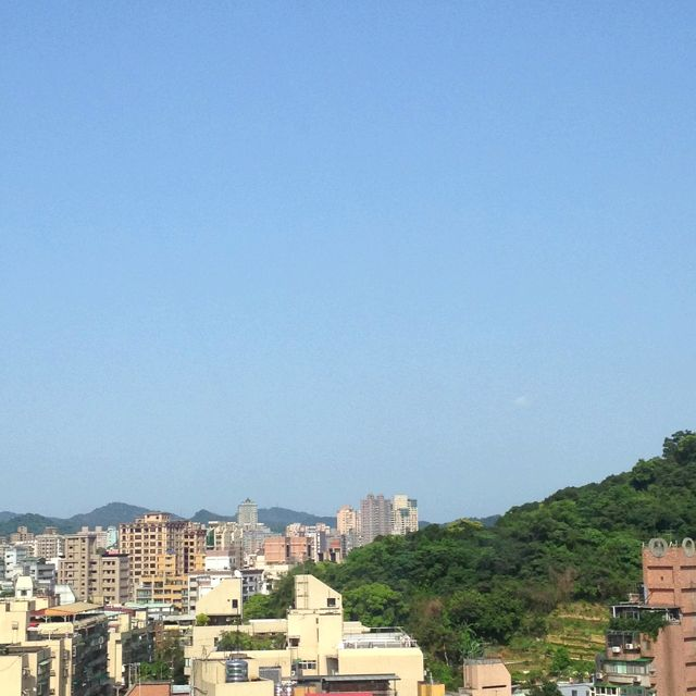 The weather in Taipei is good^ ^