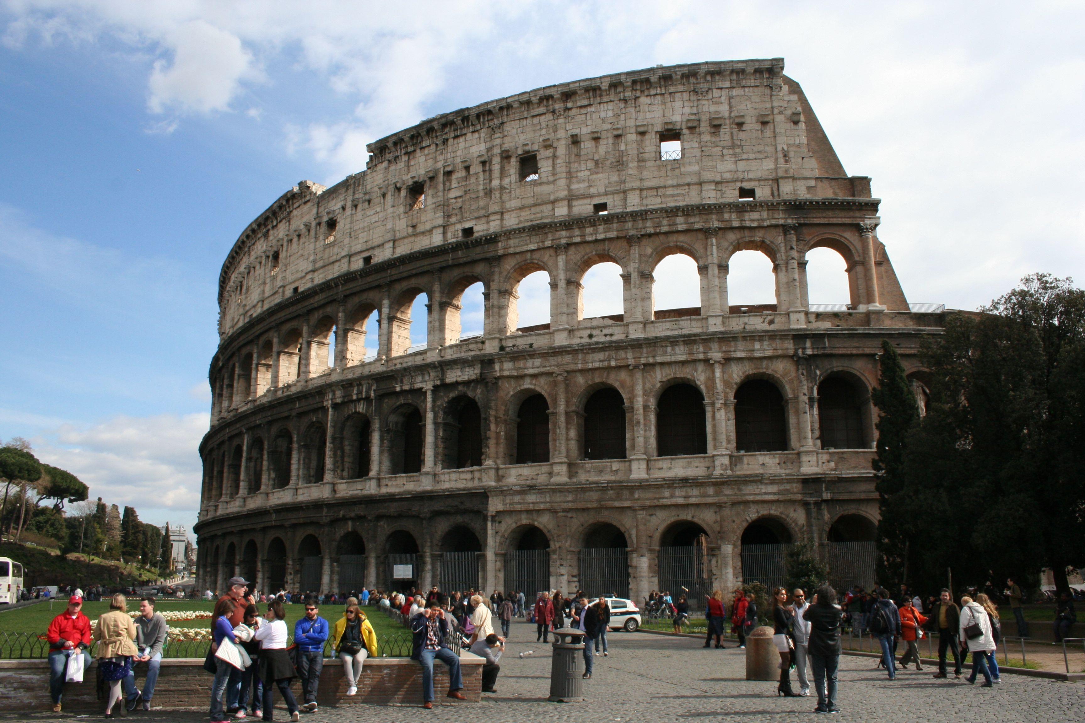 ROMAN COLISEUM!!!! ITALIA