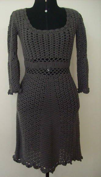 Vestido de Crochê - Inverno    Feito em lã, 100% merino.  Quando a lã estiver disponível no mercado.  Pode ser usado diretamente sobre a pele, lã macia e delicada.  O preço é referente ao tamanho P.  Busto 90cm  Cintura 74cm  Quadril 96cm
