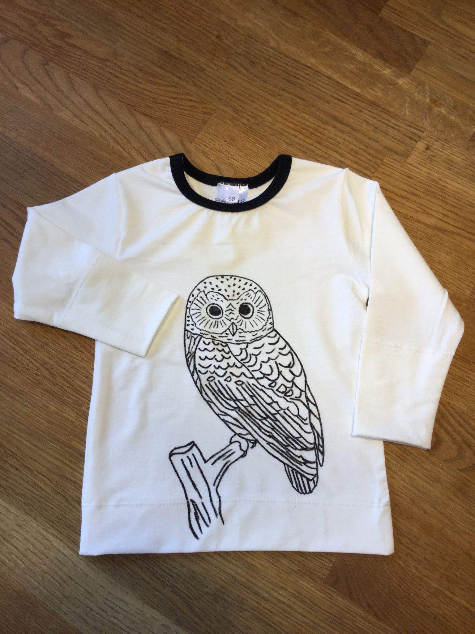 Paita Noshin kaavalla, koko 68 cm. Pöllö piirretty Pentelin kangastussilla.