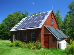 Solar Panels Is That Propane Tanks For Cooking Looks Like It Might Be An Off The Grid Place Love It Akilli Ev Agac Evler Evler