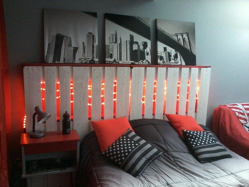 Chambre new york t te de lit en palette chambre new york pinterest chambre new york - Deco chambre new york garcon ...