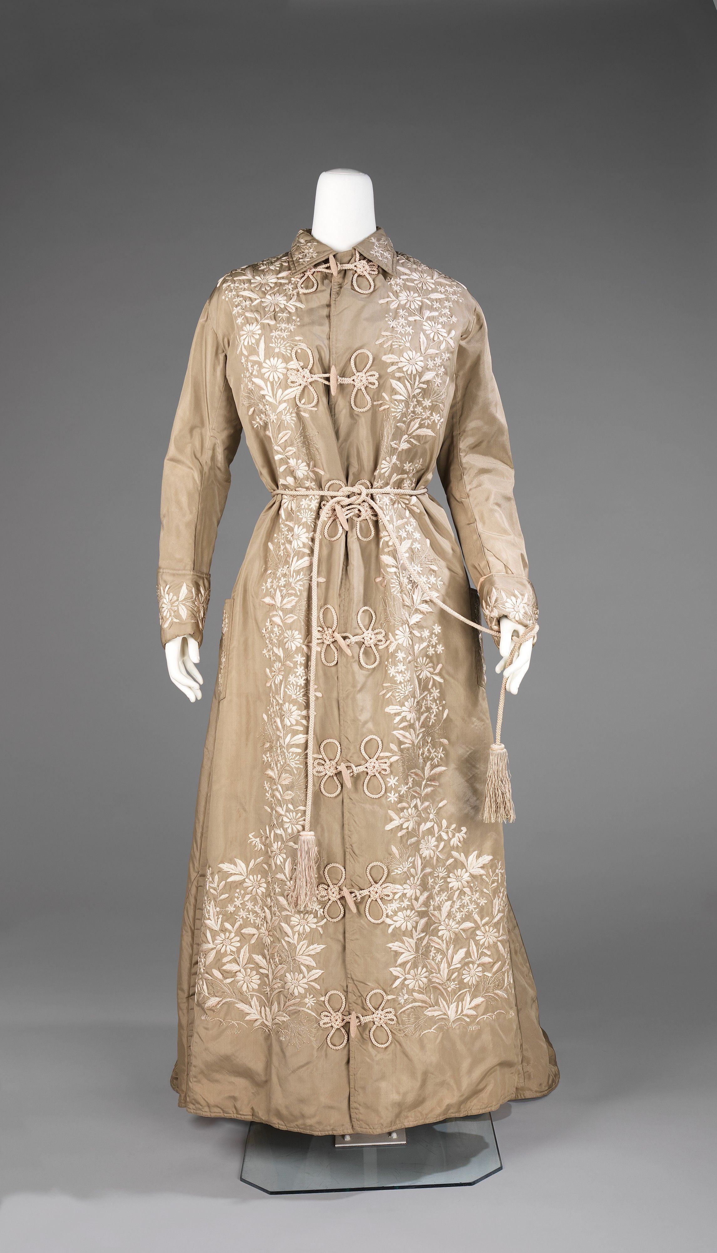 Dressing Gown: 1879, Japanese, silk, embroidery. \