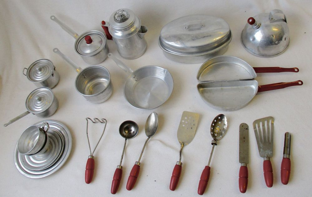 Magnificent Vintage 1930S 40S Childs 28 Pc Set Toy Aluminum Cookware Home Interior And Landscaping Staixmapetitesourisinfo