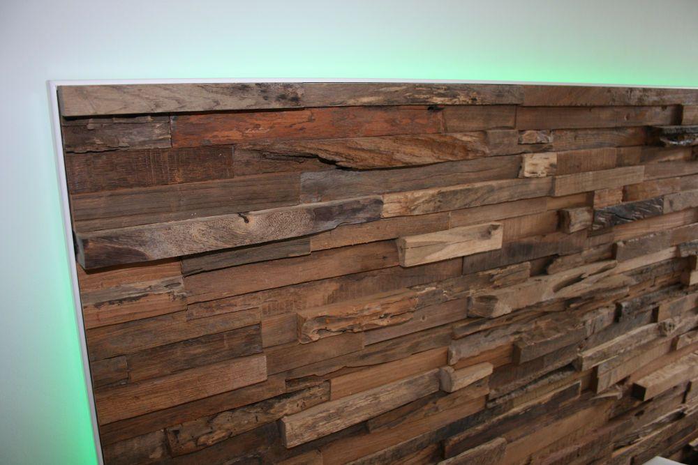 holzwand im schlafzimmer mit led - nahaufnahme | ideen rund ums ... - Schlafzimmer Modern Holz