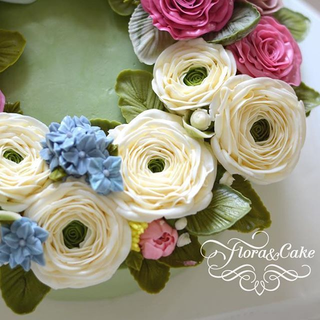The Ranunculus Flower Appears To Symbolize Charm And Attractiveness Across Cultures And Generations In The Buttercream Flowers Language Of Flowers Flower Cake