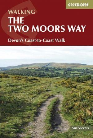 Walk the Devon Coast to Coast through Dartmoor and Exmoor with a Cicerone guide. Gids over het wandelen langs de kust van Devon, waarin de Two Moors Way en Erme-Plym Trail oversteken van Devon naar Wembury Bay in het South Devon AONB. De zuidkust naar Lynmouth aan de noordkust, die door Dartmoor en Exmoor loopt, is 116 mijl door afgelegen en prachtige landschappen.