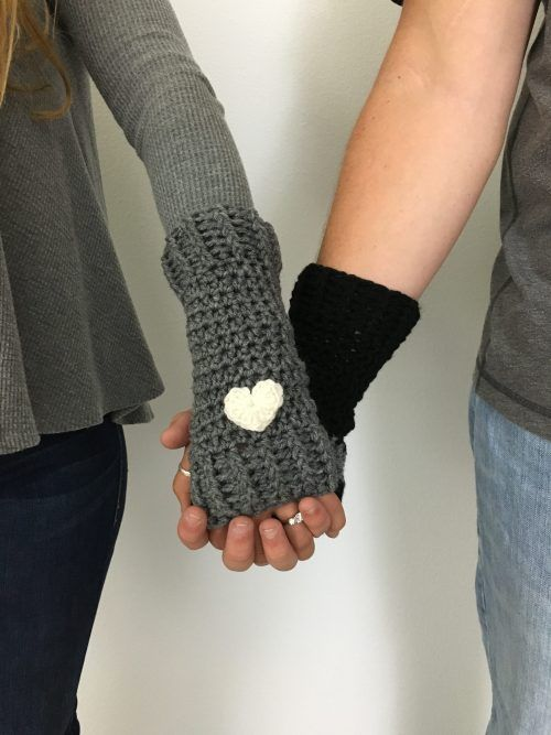 Free Crochet Pattern: Loveland Fingerless Gloves