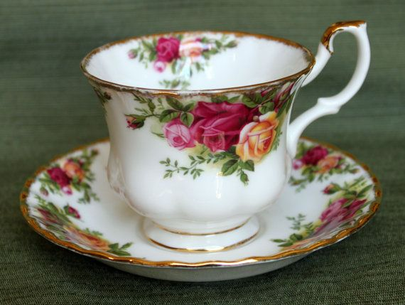 old country roses tea cup saucer set by royal albert ltd1962