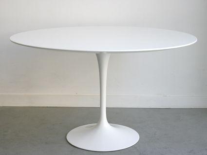 Tavolo Saarinen ~ Set of four chairs and green marble table by eero saarinen for