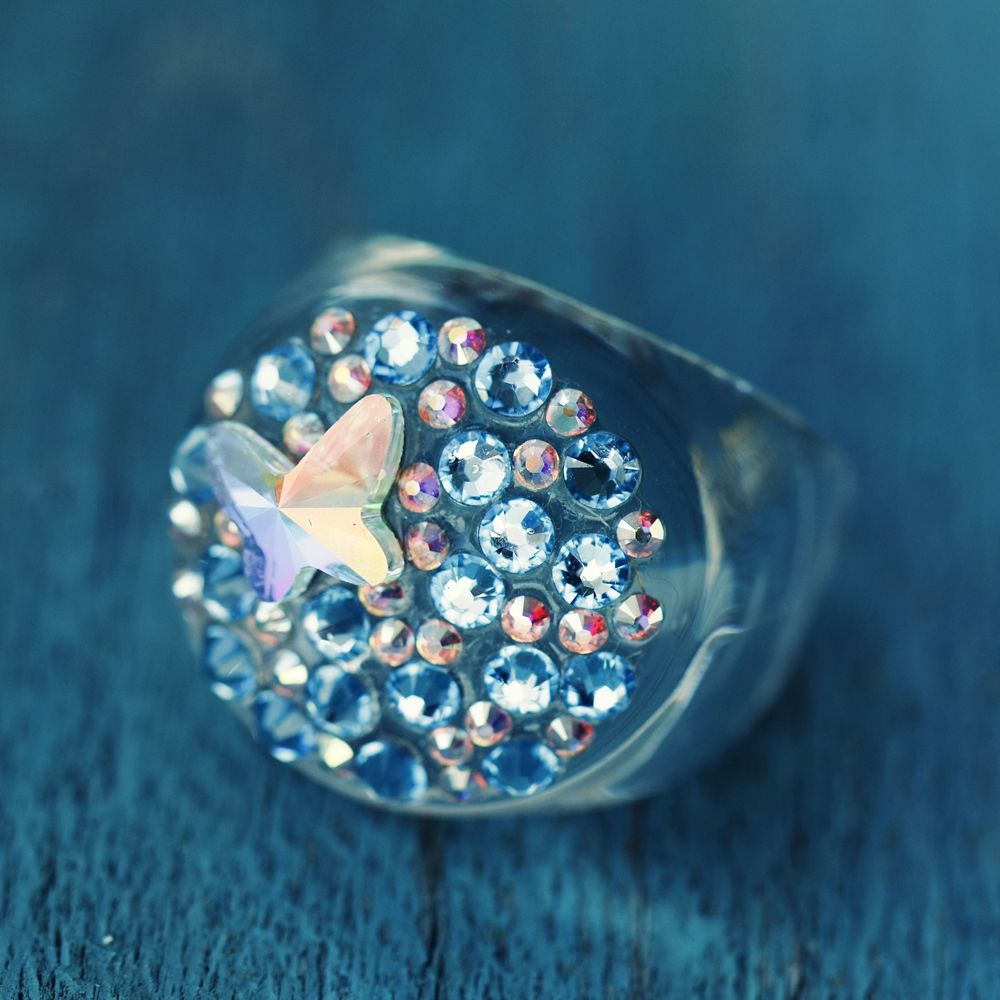 DIY plastic ring with Swarovski stones by Top-koralky.cz  152687e699