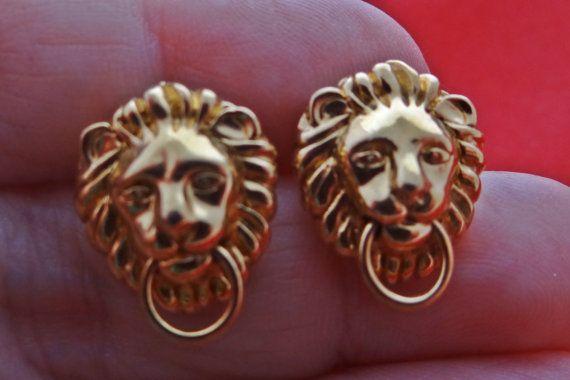 Vintage gold tone pierced .75 lion earrings in great
