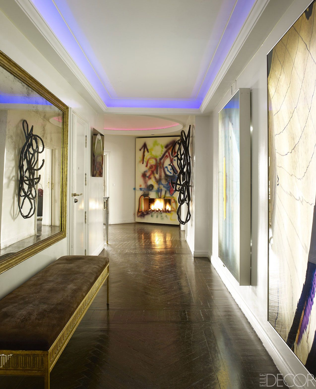 A mistura do moderno e o clássico em um apartamento em Madrid