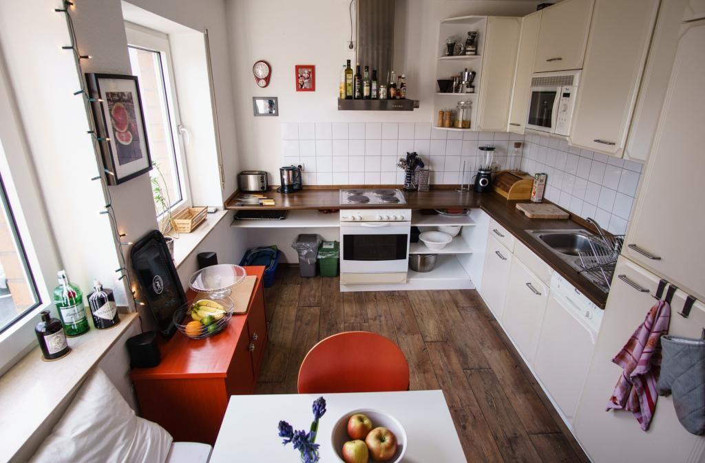 Super gemütliche Küche mit Farbaktzenten, Holzboden und großen - esszimmer modern gemutlich