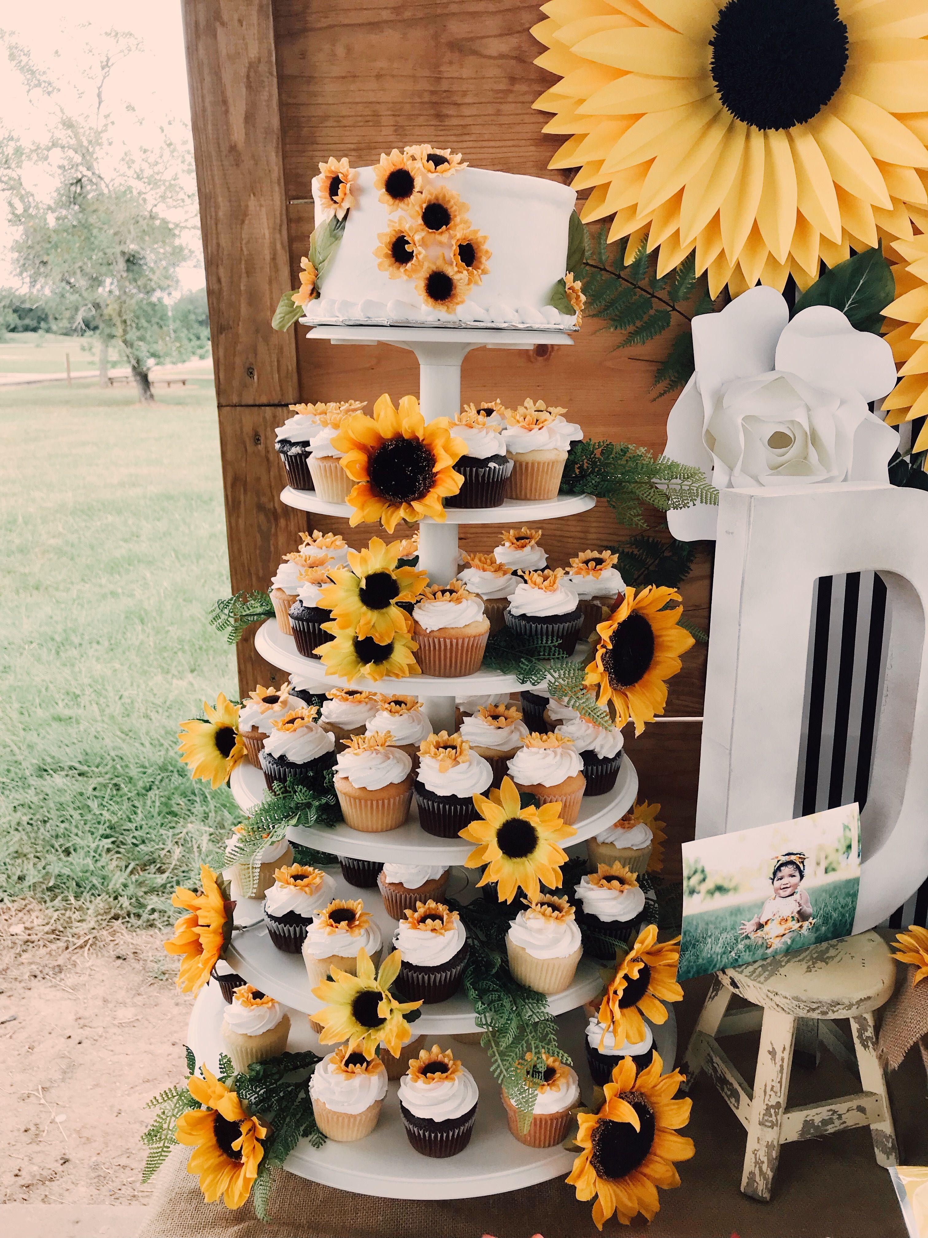 Sunflower themed Cake   Pull apart cupcake cake, Pull