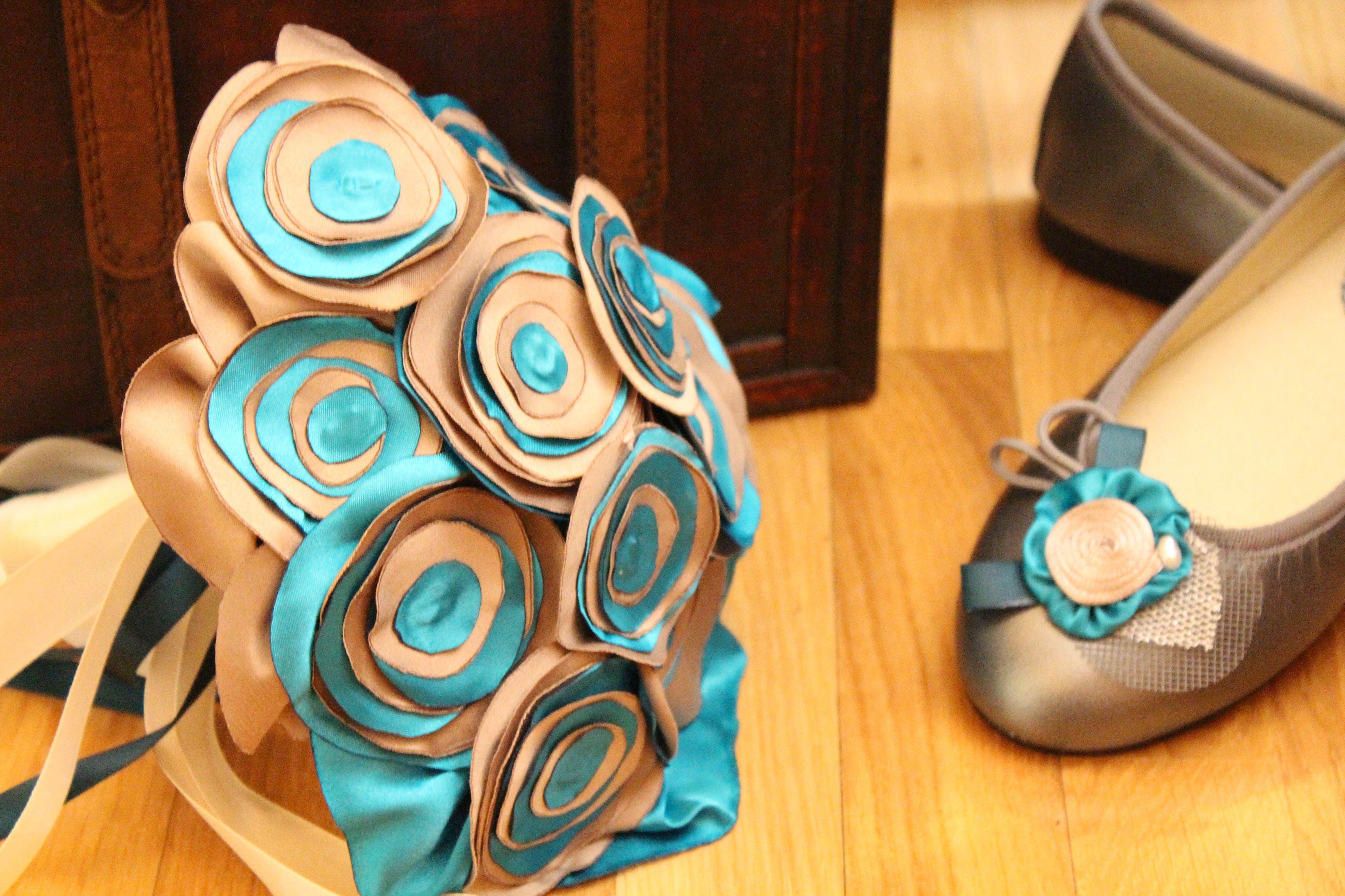 Ramo de flores de tela para novias, pop a juego con tus bailarinas o alpargatas ,turquersa y diferente pra siempre,hecho a mano  www.algodondeluna.com contacto en algodondeluna@gmail.com