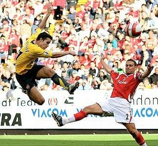 Greatest Goal I Ve Seen Robin Van Persie S Volley At Full Speed 4 Feet In The Air He S On The Way Down After H Robin Van Persie Van Persie Charlton Athletic