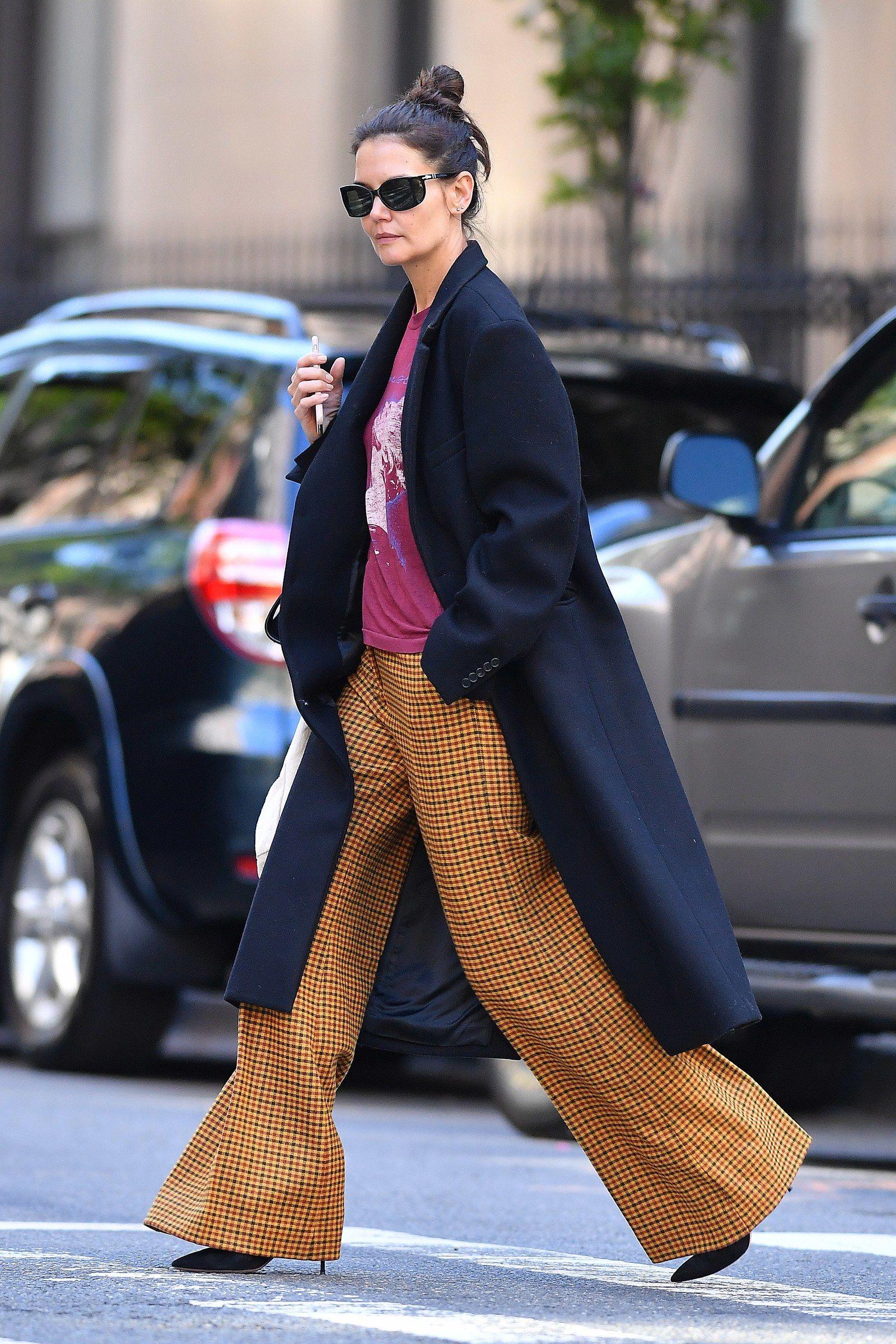 Katie Holmes è a bordo con la tendenza dei pantaloni più delicata dell'autunno