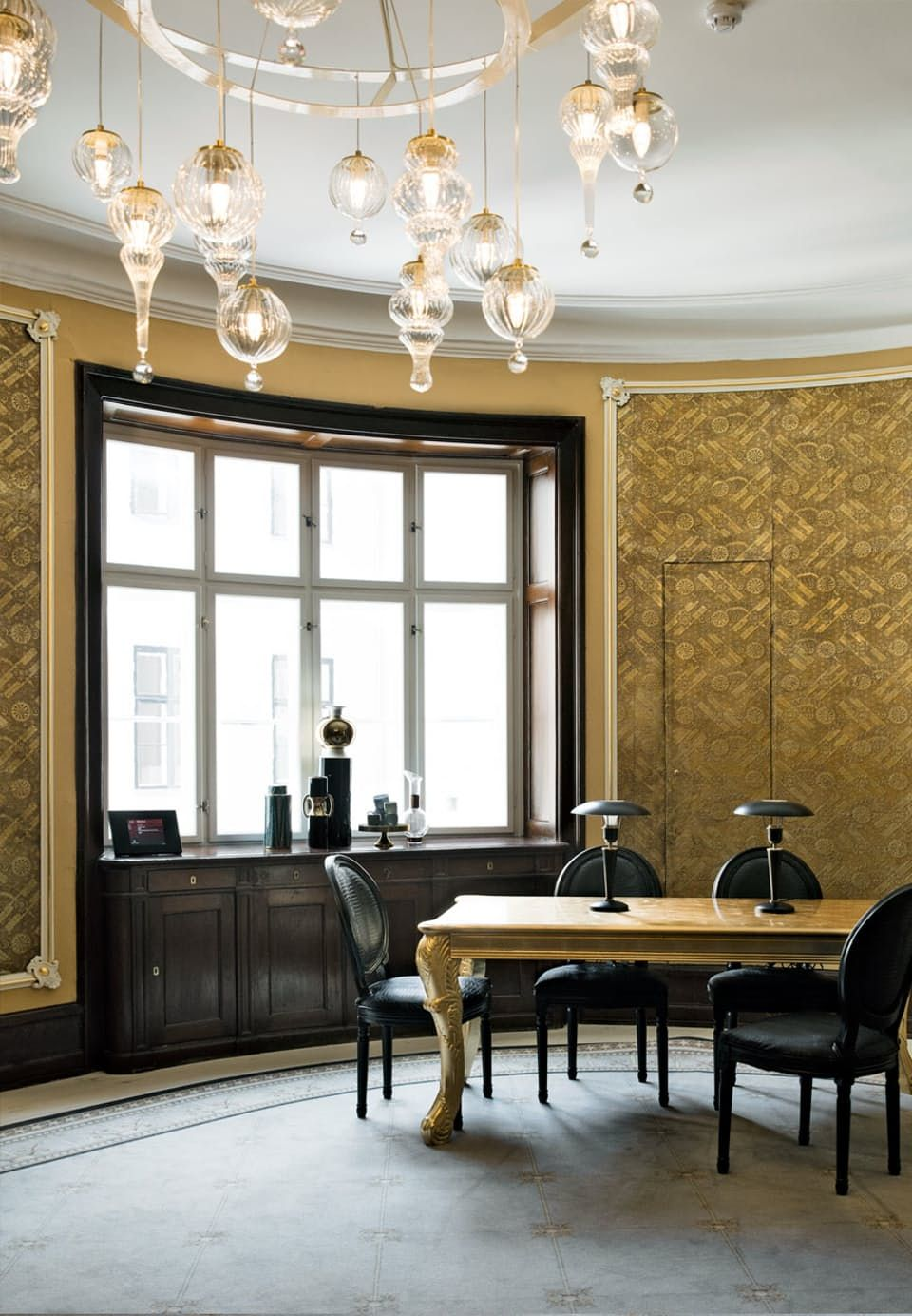 Exclusive interior design for home - Golden Office Space With Elegant And Exclusive Interior Design We Love The Golden Wallpaper And