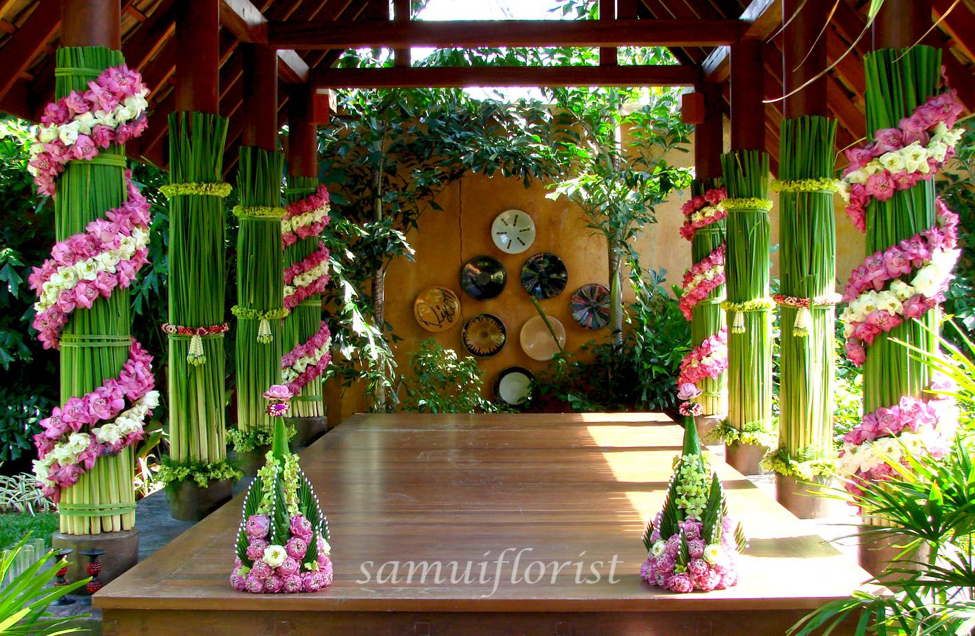 Outdoor wedding ceremony flower arrangements bamboo gazebo flower outdoor wedding ceremony flower arrangements bamboo gazebo flower decorate 4 pole and with flower decorate junglespirit Choice Image