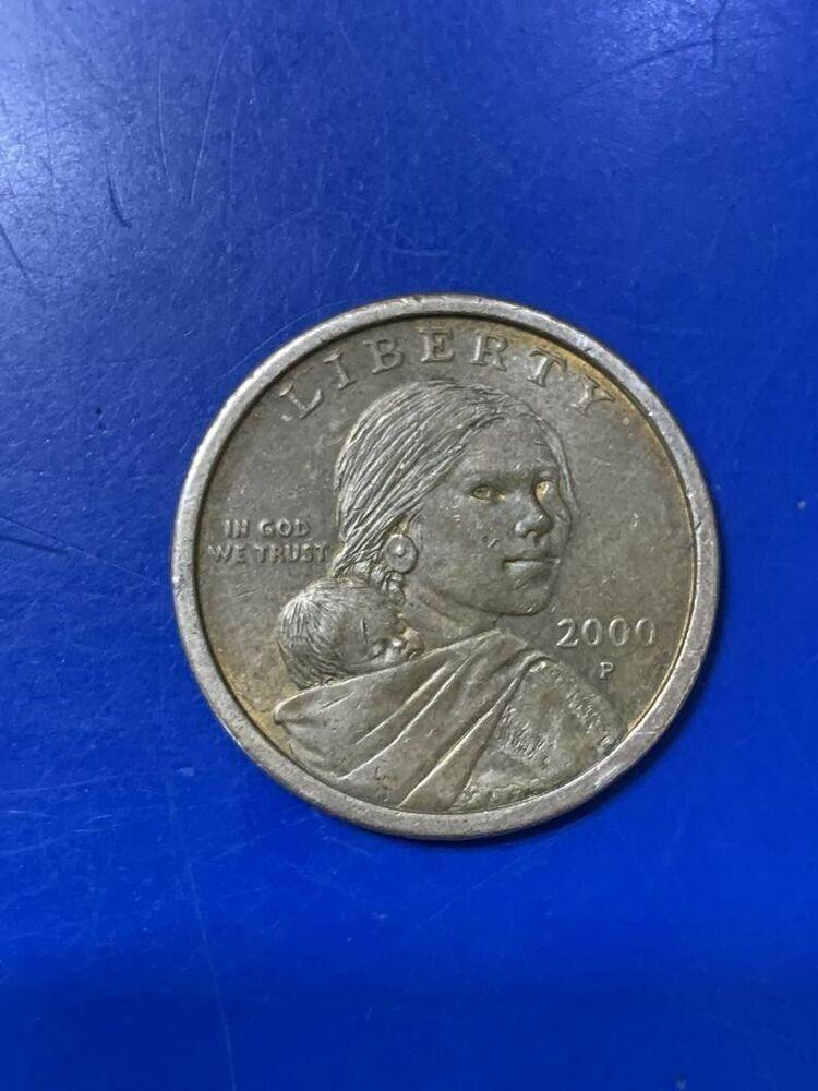2000 P SACAGAWEA ONE DOLLAR US LIBERTY GOLD COLOR COIN PHILADELPHIA MINT