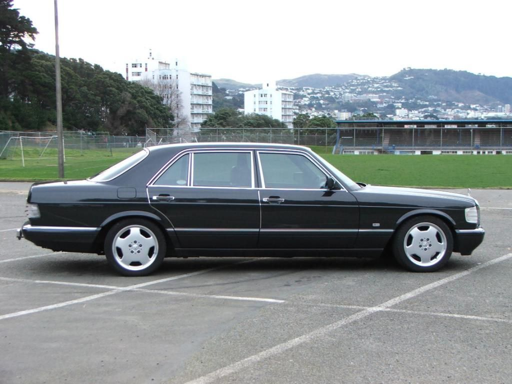 Custom black mercedes benz w126 1 024 768 pixels for Mercedes benz w126