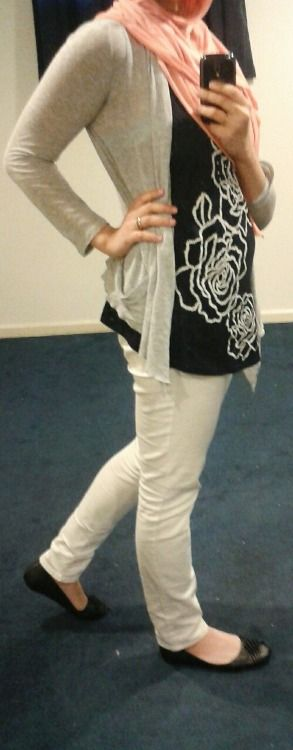 Fashion & Style Fusion blog, #ootd #hootd #modest #outfit #fashion #style #scarf #nautical #black #navyblue #peach #taupe #gray #white #flats #skinnypants #flower