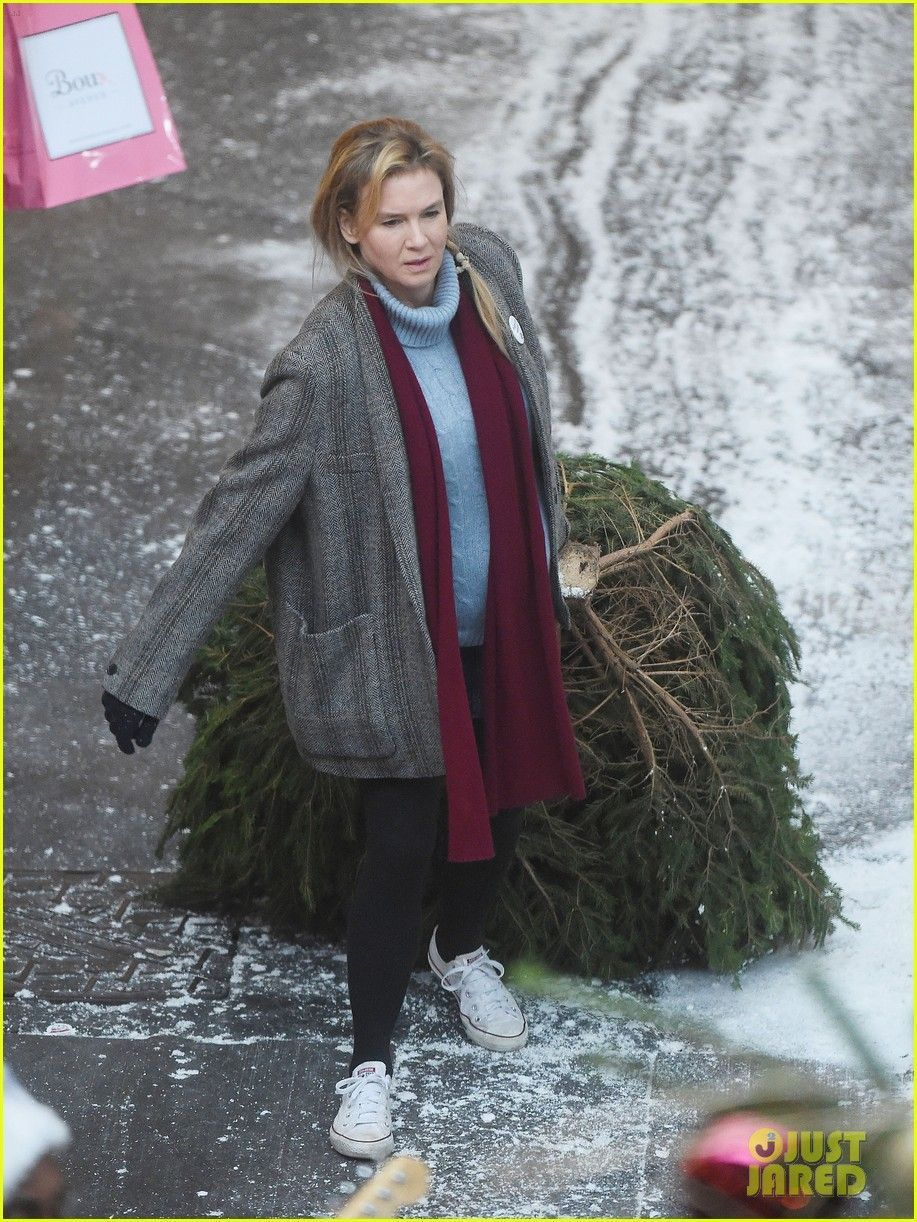 Renee Zellweger dons a fake baby bump while dragging a Christmas tree on the set of Bridget Jones's Baby in London, England on Tuesday (October 13, 2015) #bridgetjonesdiaryandbaby Renee Zellweger dons a fake baby bump while dragging a Christmas tree on the set of Bridget Jones's Baby in London, England on Tuesday (October 13, 2015) #bridgetjonesdiaryandbaby Renee Zellweger dons a fake baby bump while dragging a Christmas tree on the set of Bridget Jones's Baby in London, England on Tuesday #bridgetjonesdiaryandbaby