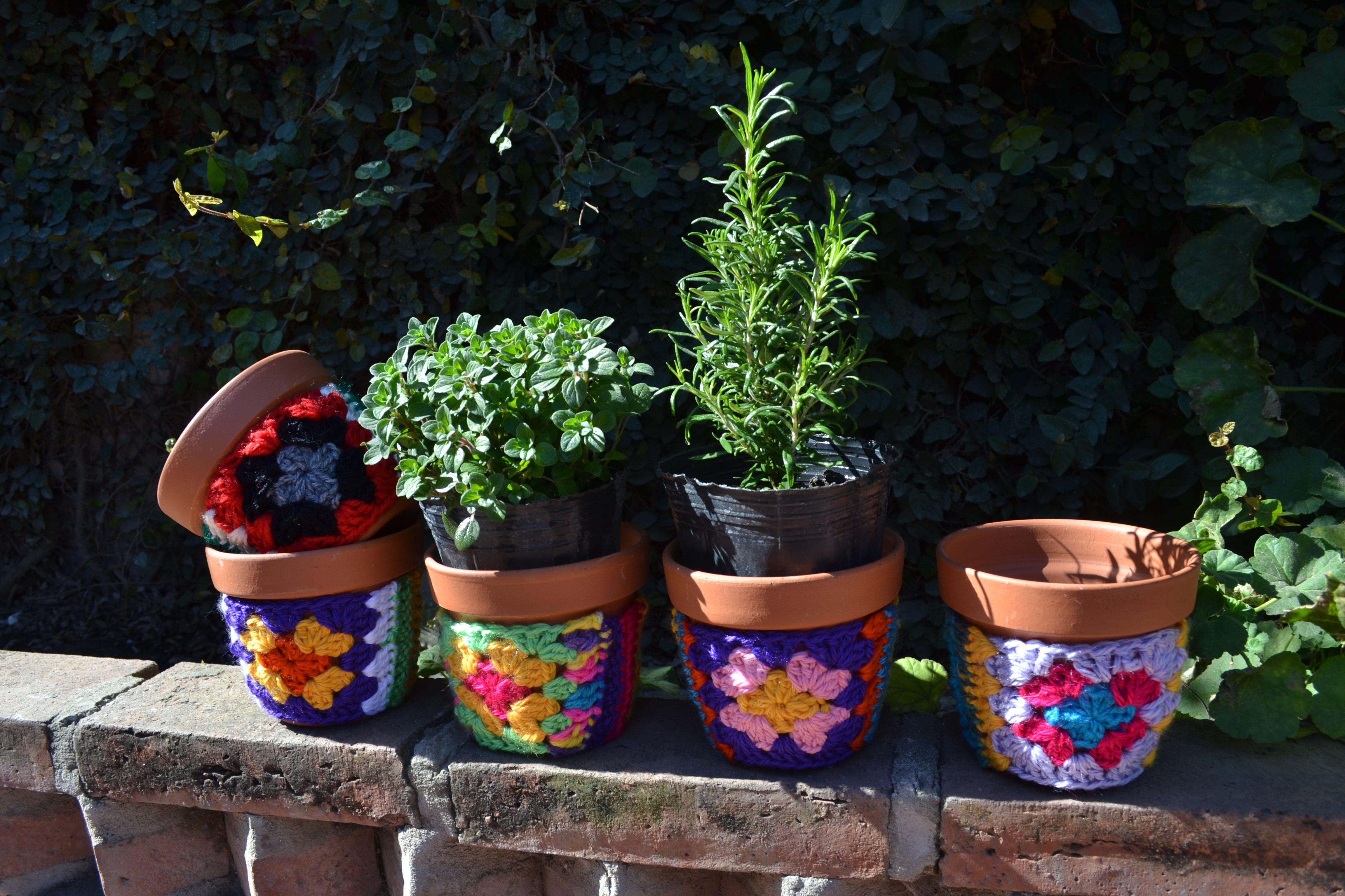 Macetas de barro n 12 con funda de crochet para decorar - Decoracion con macetas ...