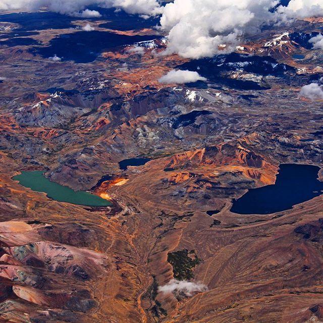 Voltando de avião do Peru, essa foi a vista aérea da Cordilheira dos Andes. Nada…