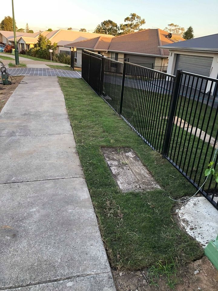 Gardening Landscaping Ipswich Retaining Wall Specialist Ipswich Retaining Wall Builder Post Hole Digger Hire In 2020 Lawn Service Post Hole Diggers Retaining Wall