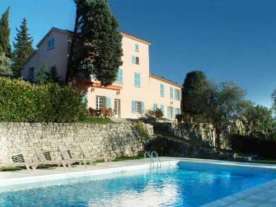Beautiful Villa in Grasse offering 400 m² living just 25 minutes from Nice airport