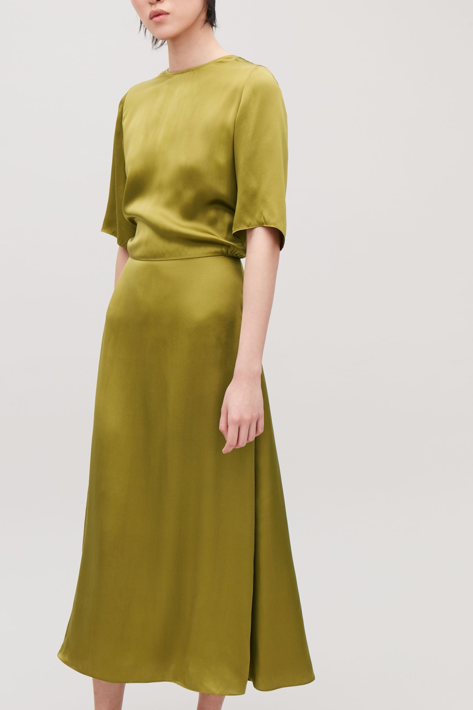 prix de la rue dernier vendu dans le monde entier LONG SILK DRESS - Woodbine green - Dresses - COS | Look en ...