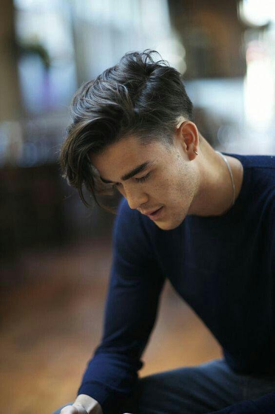 Flequillo Hacia El Lado Izquierdo Asian Men Hairstyle Hair Styles Boy Hairstyles