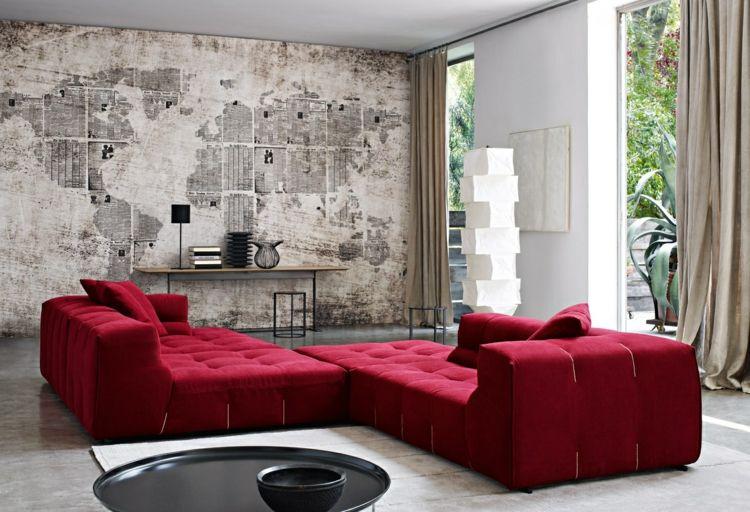 Betonwand gestaltung rotes sofa landkarte wohnzimmerwand wohnzimmer sofa und wohnzimmer design - Rote wohnzimmerwand ...