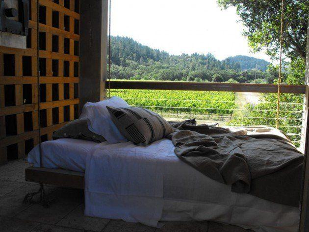 Comece planejar seu verão e tenha em seu quintal uma cama para curtir uma boa leitura nos dias de sol.  Veja alguns exemplos bacanas dessa ideia: http://bit.ly/1kxaLSt